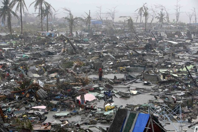 Yolanda damages  several towns in Philippines.